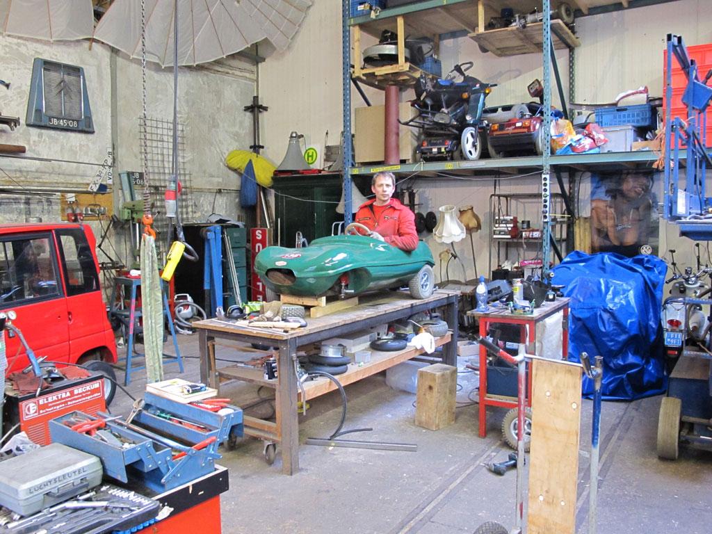 Atelier Het Domijn, Weesp. Bouw in opdracht, mini Jaquar D-type